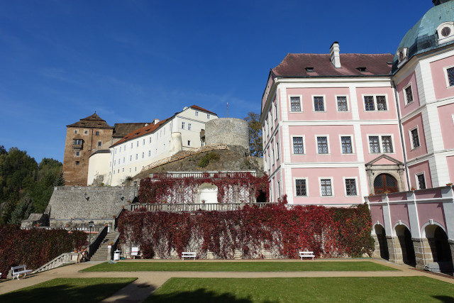 Burg und Schloss Becov